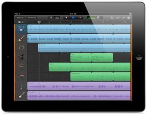 Garage Band sur iPad est sans doute le meilleur exemple de séquenceur sur tablette. Une solution nomade puissante, pratique et pas chère (si on a déjà la tablette...)