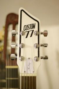 Custom 77 a choisi pour la Roxy une tête qui ne nous est pas inconnue : Il s'agit de la même tête que sur la Lust For Life.