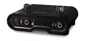 Chez Line 6, la gamme d'interfaces audio démarre avec le UX1. Un boitier USB épuré mais de bonne qualité, parfait pour débuter.